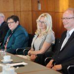 Während der Sitzung : Franz und. Elsbeth Schütte, Monika und André Kuper