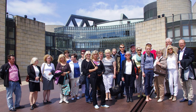 140530_Vor dem Landtag Besuch aus Polen, Tschechien und Frankreich