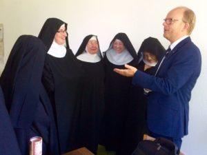 150801_18. Jahres-Besuch Abtei Varensell im Gespräch